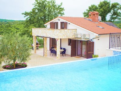Photo for Relaxing villa with pool and garden for six persons in central Istria