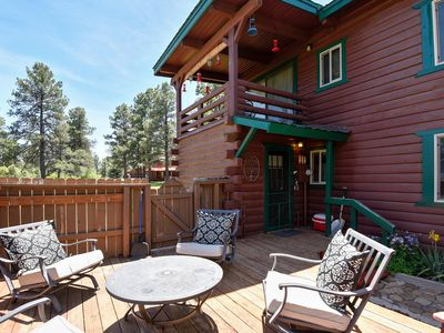 Photo for Rustic cabin with family charm - easy access to lake & attractions