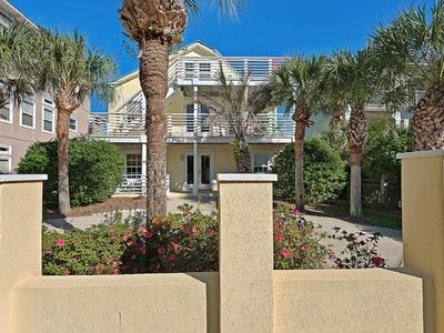 "Photo for ""Sunny Day"" - Beautifully renovated beach retreat South of 30A"