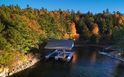 Boat house has 2 slips, one with platform for fishing  or canoe/kayak launch