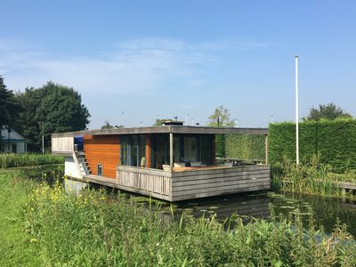 Photo for Contemporary houseboat on the Kagerplassen and golf course