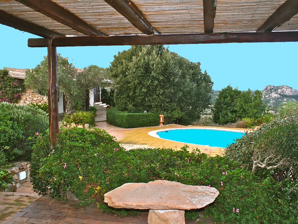 VILLA ALBATROS, rustic-style holiday house Situated ... - 1751001