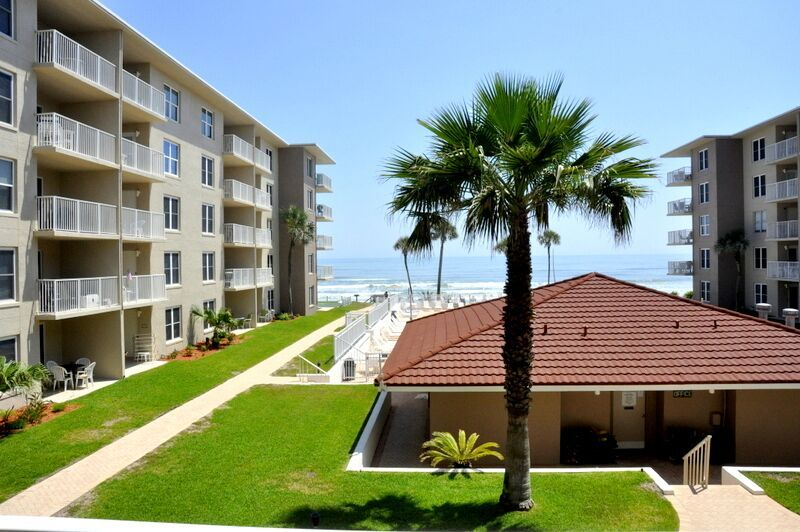 Surfs up in this Cute 2bed/2ba condo! Ocean view! No drive Beach in NSB