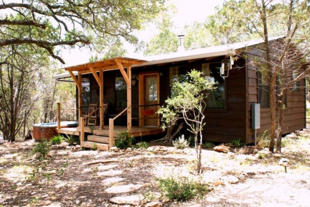 Romantic cabin in the woods with private ho vrbo for Texas cabins in the woods