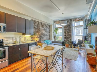 Photo for Eco-friendly chic condo in the heart of historic Savannah - walk to everything!