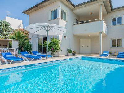Photo for Newly revamped villa walking distance to beaches, mountains and pinewalk