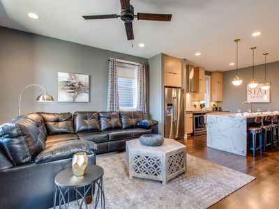 Glamorous Dtown/RFTOP Deck/11 Beds/2nd Home Option