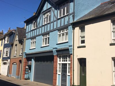 Photo for 2nd Floor Apartment in Town Centre steps away from Estuary incl parking permit