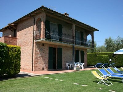 Photo for Villa with pool, 4 bedrooms, table tennis, Wi-Fi, near Montepulciano
