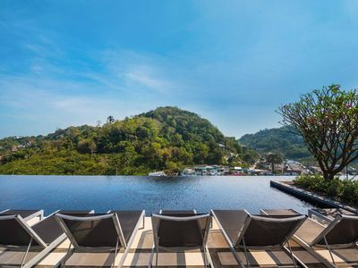 Photo for Cloud Pool with Luxury of 1BR, Phuket City
