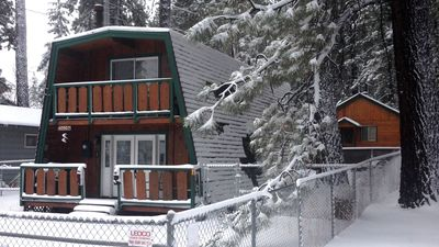 Photo for Fully Fenced, Walk to Slopes, 1150 SqFt. Sleeps 7, NetFlix, Fireplace, Internet
