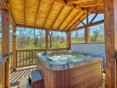 Photo for Cozy Broken Bow Cabin w/Jacuzzi, Fire Pit & Porch!