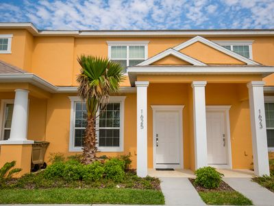 Photo for The Retreat - 3 Bed 3 Bath Pool Home + Clubhouse, Gym & Communal Pool
