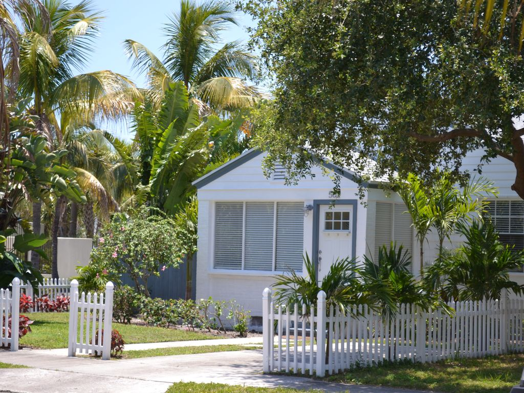 Villa Rosa Townhouse with own garage (Country House - Riviera Beach ...