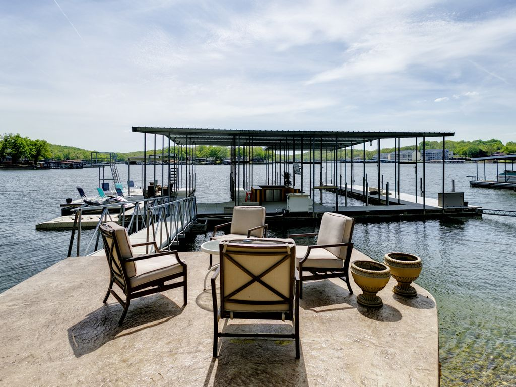 Beautiful 7 Bed 6 Bath Huge Dock Boat Launch  House Game Room