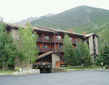 Photo for Top Floor Great Mountain Views Clubhouse Hot Tubs Quiet and Cozy