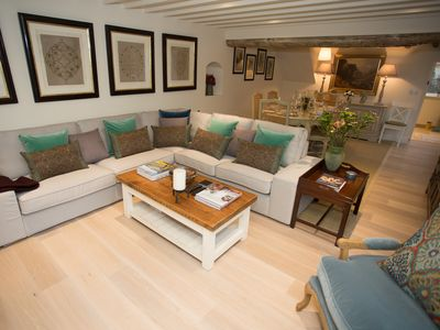 Photo for Craigmoor Cottage, Boutique Luxury Cottage, right at centre of Bourton