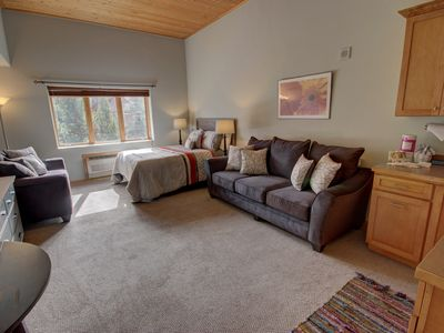 Photo for One of the newest addition to Summitcove program, Gateway Lodge 5061 is conveniently located, within a walking distance to the main village and the shuttle stops right outside this building to take you to the ski lifts. This studio futures a queen bed and