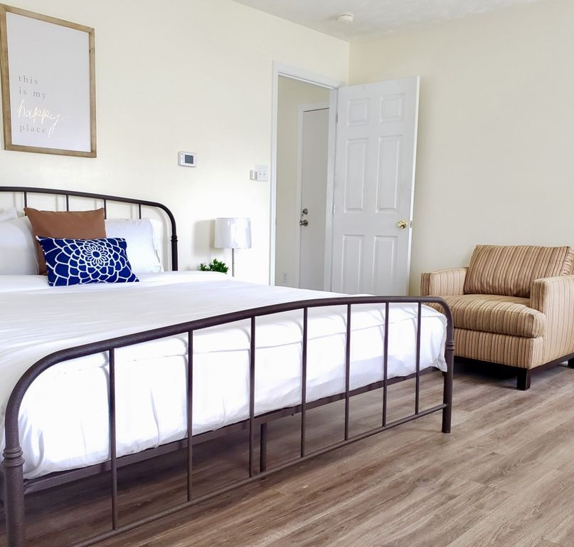 3 Bedroom Apartments Near Me Under 1 000: Sanitized 1 Bedroom Apartment King Bed, Near Fort Bragg