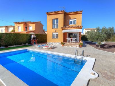Photo for Stunning private villa for 8 people with private pool, WIFI, TV and parking