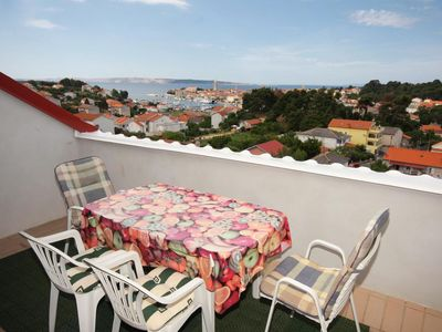 Photo for Two bedroom apartment with terrace and sea view Palit (Rab)