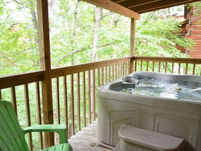 *Free Fun/See Below* Dances w/Wolves-HotTub -WiFi-Jacuzzi-1 mile to Pkwy in Pigeon Forge-Porch Swing