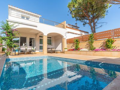 Photo for Bruna: Beautiful house with private pool located in a quiet area