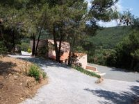 Charming surroundings, peaceful apart from the frogs and birdsong!