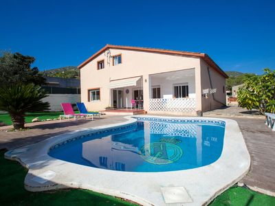 Photo for 4 bedroom Villa, sleeps 10 in Canyelles with Pool and WiFi
