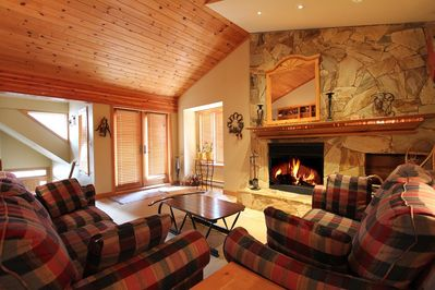 Living room with wood-burning fireplace - plenty of firewood in the garage