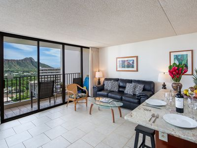 CLEAN, Diamond Head & Ocean Views, Near Beach & Zoo, Free Parking.