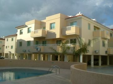 TWO BEDROOM 2ND FLOOR APT SLEEPS 4/5  SEA VIEWS WIFI FULL SKY PACKAGE FLY SCRE
