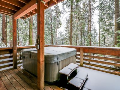 Photo for Deluxe alpine retreat w/lots of room, private hot tub, jetted master tub, & more