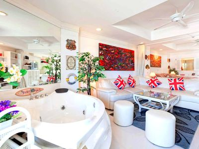 Photo for High Floor, Trendy, Private Jacuzzy,  Kitchen with Seaview. See more inside...