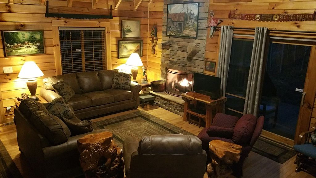 Big Rock Log Cabin Great Room With Fireplace