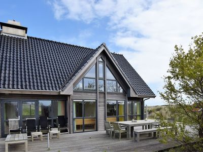 Photo for Dune villa with sauna on the island of Vlieland, near the woods and sea.