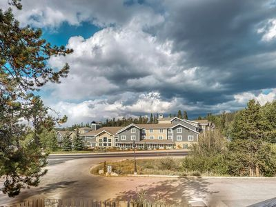 Photo for Spacious mountain condo w/shared hot tub, gym, sauna, game room - walk to lifts