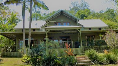 Magnolia Cottage - a stunning hinterland hideaway within 2 acres of gardens