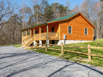 Brand New Cabin Romantic Private Adjacent To George Washington National Forest
