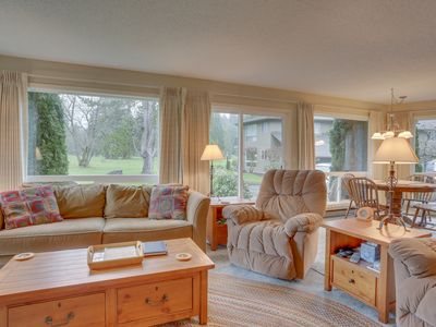 Photo for Welcoming condo w/ golf course view, near dining & skiing