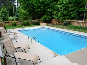Fabulous Home Sleeps 14 with Private HEATED Pool and A/C close to Buchanan Beach
