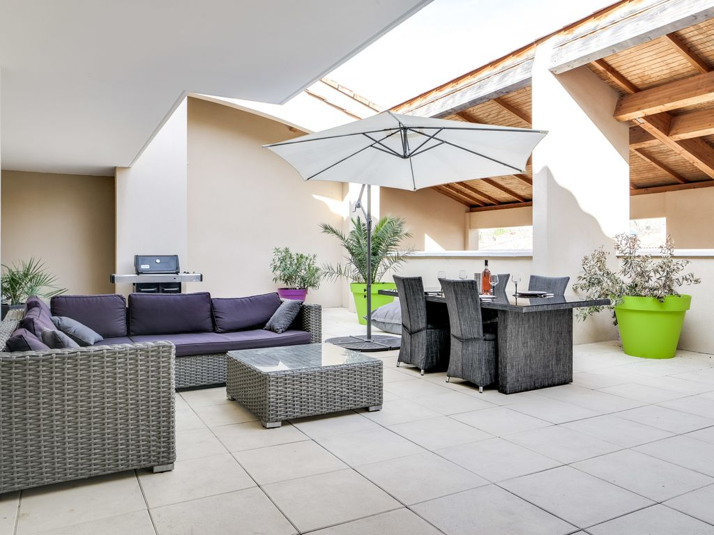 Degranis Apartment - Two bedrooms, large patio in typical provençal ...