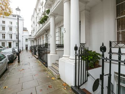Photo for Elegant & charming 1 bedroom flat in the heart of knightsbridge next to Harrods