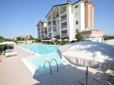 Photo for Nice apartment for 6 guests with pool, WIFI, A/C, TV, terrace and parking