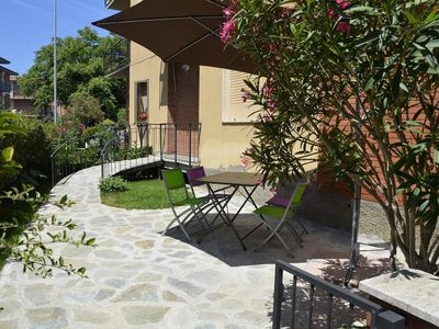 Photo for Ground floor apartment with garden at 50 mt. the pinewood and 200 mt. from the sea