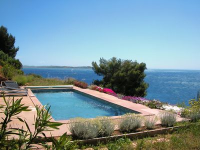 Photo for Quiet pool facing the sea in the middle of nature in Carqueiranne