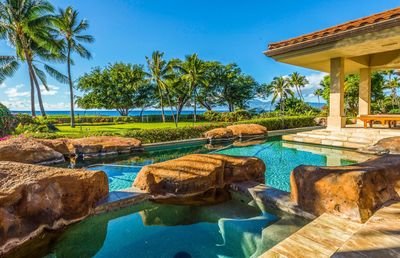 Photo for 8br/Beachfront/Private Pool/Hot tub/Beach Access/Luxury