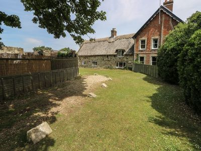 Photo for HILL FARM COTTAGE, pet friendly in Freshwater, Ref 12722