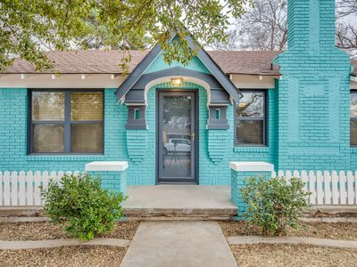 Photo for Tech Terrace Cottage-Just 3 Blocks from TTU!