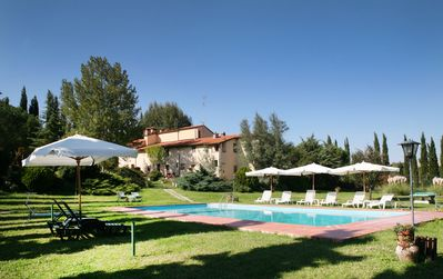Photo for Nice apartment with WIFI, pool, TV, patio, pets allowed and parking, close to San Gimignano